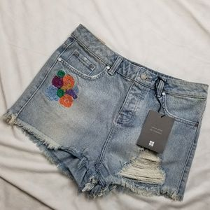 NWT Insight Floral Embroidered Short Jean Shorts 4